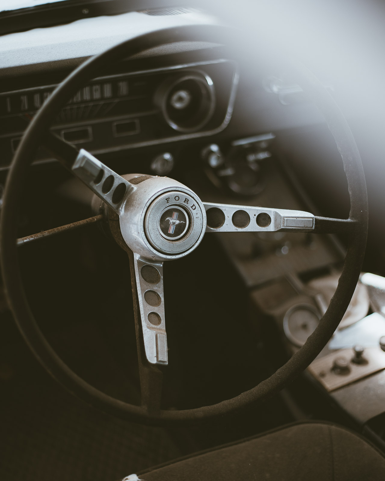 Details of a 1965 Ford Mustang